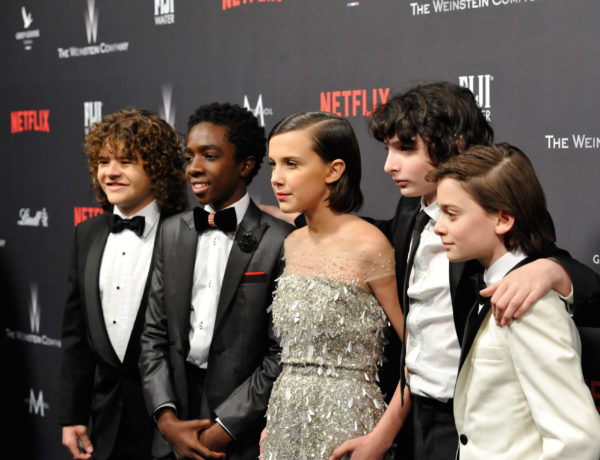 Mejores vestidos: Gaten Matarazzo, Caleb McLaughlin, Millie Bobby Brown, Finn Wolfhard y Noah Schnapp (Foto: Getty Images)