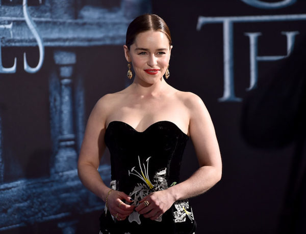 """HOLLYWOOD, CALIFORNIA - APRIL 10:  Actress Emilia Clarke attends the premiere of HBO's """"Game Of Thrones"""" Season 6 at TCL Chinese Theatre on April 10, 2016 in Hollywood, California.  (Photo by Alberto E. Rodriguez/Getty Images)"""